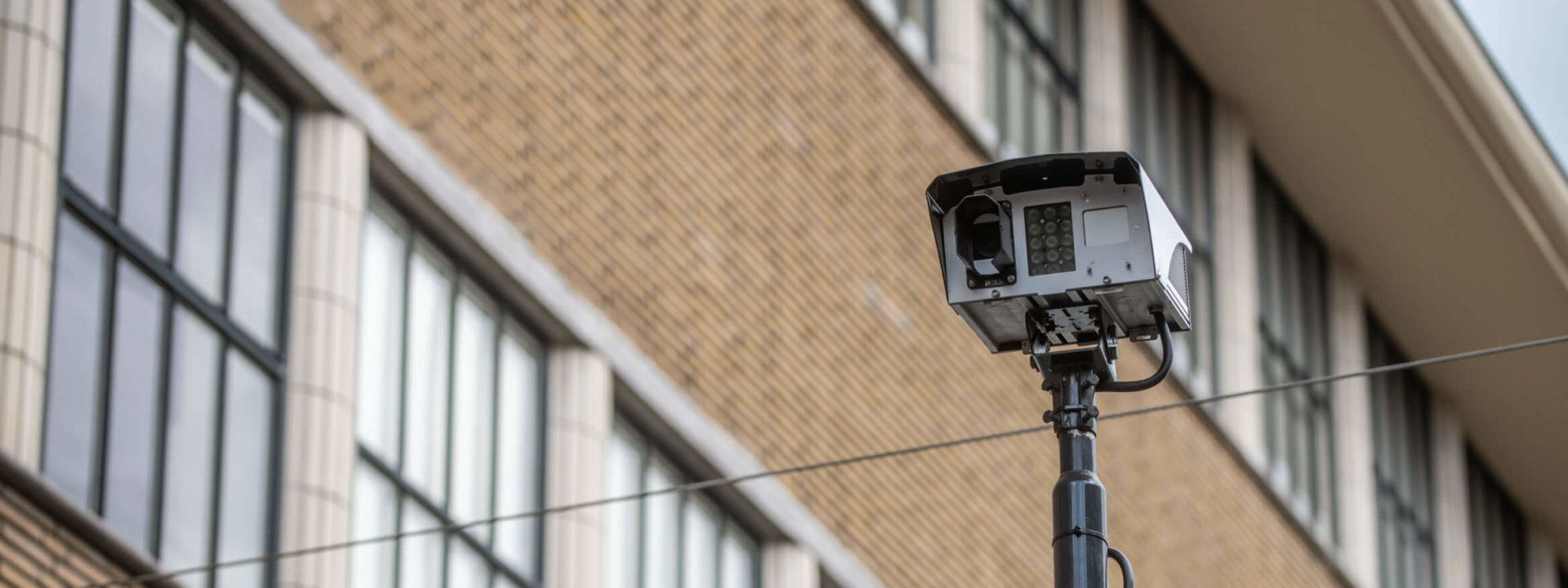 contrôle des entrées d'accès par caméra de surveillance